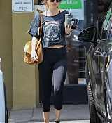 Takes_a_trip_to_Earthbar_in_West_Hollywood_-_April_19____2.jpg